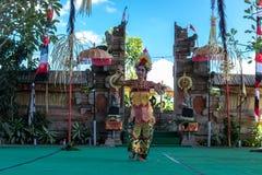 BALI INDONEZJA, MAJ, - 5, 2017: Barong taniec na Bali, Indonezja Barong jest religijnym tanem w Bali opierał się na wielkim Zdjęcia Stock