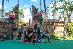 BALI INDONEZJA, MAJ, - 5, 2017: Barong taniec na Bali, Indonezja Barong jest religijnym tanem w Bali opierał się na wielkim Zdjęcie Royalty Free