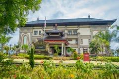 BALI INDONEZJA, MARZEC, - 08, 2017: Centre budynek jest ministerstwa powikłanym budynkiem lokalizować w Densapar, Bali Fotografia Stock