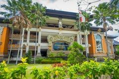 BALI INDONEZJA, MARZEC, - 08, 2017: Centre budynek jest ministerstwa powikłanym budynkiem lokalizować w Densapar, Bali Zdjęcia Royalty Free