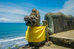 BALI INDONEZJA, MARZEC, - 05, 2017: Drylująca smok statua Pura Ulun Danu Bratan świątynia na Bali wyspie, Indonezja Obraz Royalty Free