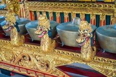 BALI INDONEZJA, MARZEC, - 08, 2017: Hinduscy instrumenty muzyczni wśrodku świątynnych, tradycyjnych krajowych instrumentów, wewną Zdjęcia Stock