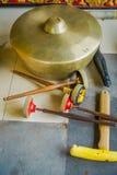 BALI INDONEZJA, MARZEC, - 08, 2017: Hinduscy instrumenty muzyczni wśrodku świątynnych, tradycyjnych krajowych instrumentów, wewną Fotografia Royalty Free