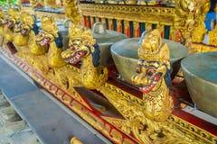 BALI INDONEZJA, MARZEC, - 08, 2017: Hinduscy instrumenty muzyczni wśrodku świątynnych, tradycyjnych krajowych instrumentów, wewną Zdjęcia Royalty Free