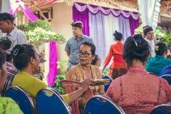 BALI INDONEZJA, PAŹDZIERNIK, - 23, 2017: Balijczyk kobiety na Ślubnej ceremonii, balijczyka ślub Zdjęcie Stock