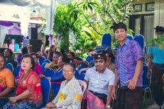 BALI INDONEZJA, PAŹDZIERNIK, - 23, 2017: Balijczyk rodzina na Ślubnej ceremonii, balijczyka ślub Fotografia Royalty Free
