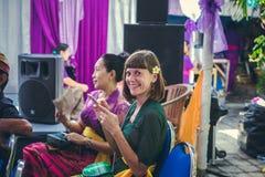BALI INDONEZJA, PAŹDZIERNIK, - 23, 2017: Europejska kobieta na Ślubnej ceremonii, balijczyka ślub Obraz Stock