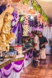 BALI INDONEZJA, PAŹDZIERNIK, - 23, 2017: Jedzenie na Ślubnej ceremonii, balijczyka ślub Zdjęcie Royalty Free