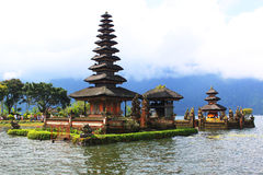 bali lakepagoda Royaltyfri Foto
