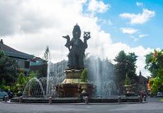 Bali, 27 Maart 2019: Standbeeld van Caturmuka, Oriëntatiepunt van Denpasar-Stad op Sunny Cloudy Day stock fotografie