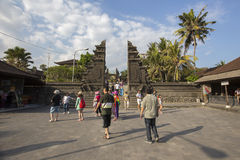 Bali, około Wrzesień 2015: Tanah udziału świątynia znacząco ind świątynia Bali, Indonezja Obrazy Royalty Free