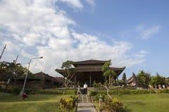 Bali, około Wrzesień 2015: Tanah udziału świątynia znacząco ind świątynia Bali, Indonezja Fotografia Stock