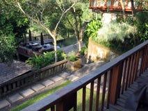 Bali. Poolview op villa in wildernis Stock Afbeeldingen