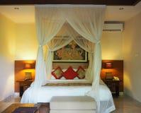 Bali-Schlafzimmer lizenzfreies stockfoto