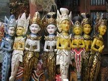 Bali: sculture di legno tradizionali ad un tempiale fotografia stock libera da diritti