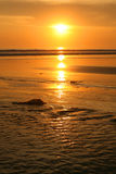 Bali-Strand im Sun-Set Lizenzfreies Stockbild