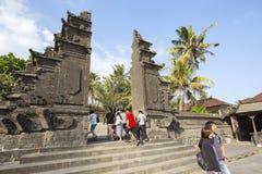 Bali, vers en septembre 2015 : Le temple de sort de Tanah, le temple d'indu le plus important de Bali, Indonésie Photographie stock