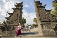 Bali, vers en septembre 2015 : Le temple de sort de Tanah, le temple d'indu le plus important de Bali, Indonésie Photos stock