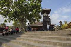 Bali, vers en septembre 2015 : Le temple de sort de Tanah, le temple d'indu le plus important de Bali, Indonésie Images stock