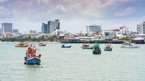 Balihai molo Pattaya miasto, Turystyczne łodzie przy Bali Hai molem w Pattaya, Tajlandia Zdjęcia Stock