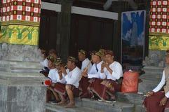 Balijczyków muzycy w Ulun Danu Beratan świątyni Bali Obrazy Royalty Free