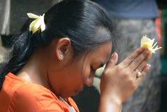 Balijczyk dziewczyny modlenie - zakończenie up Zdjęcie Royalty Free