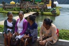 Balijczyk kobiety w Ulun Danu Bali Zdjęcie Stock