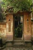 Balijczyka drzwi i śmignięcie miotła Fotografia Royalty Free