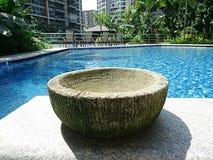 Balijczyka garnek z basenu tłem Zdjęcie Royalty Free