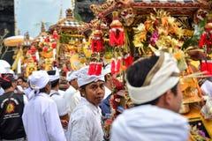 Balijczyka ` s rytuału przy Pulasari ` s świątynią ludzie Fotografia Royalty Free