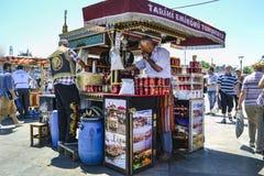 """Balik die ekmek """"fish sandwich† betekenen een populaire Turkse straat Royalty-vrije Stock Foto's"""