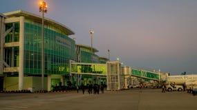 Balikpapan/Indonesië - 9/27/2018: De activiteit in de luchthaven bij dageraad/schemer; stock afbeelding