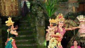 Balinees het presteren artistiek schouwspel stock footage