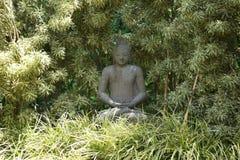 Balinees standbeeld in het bos Royalty-vrije Stock Fotografie