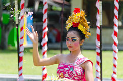 Balinese Dancer tossng flowers Royalty Free Stock Photography