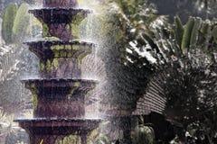 Balinese fontein bij waterachtergrond Royalty-vrije Stock Foto