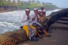 Balinese mensen door het overzees Stock Foto