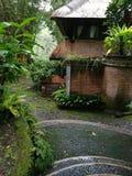 Balinese stijlhuis en tuin Royalty-vrije Stock Afbeelding