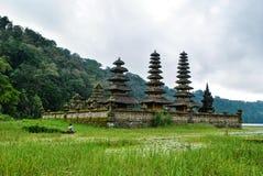 Balinese tempel in Munduk-dorp Stock Foto's
