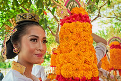 Balinese woman with religious offering Royalty Free Stock Images