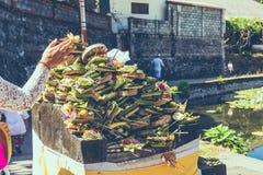 Balineseangebote zu den Göttern Östlich Bali-Insel Candidasa indonesien lizenzfreie stockfotos