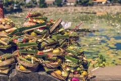 Balineseangebote zu den Göttern Östlich Bali-Insel Candidasa indonesien lizenzfreie stockbilder