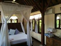 Balineseartschlafzimmer, Eleganz und Komfort-Indonesierart Stockfotografie