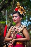Balineseflicka med den traditionella klänningen royaltyfria foton