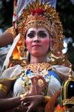 Balineseflicka med den traditionella klänningen Arkivbild