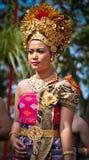 Balineseflicka med den traditionella klänningen Fotografering för Bildbyråer