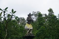 Balinesestatue in einem Tempel in Bali Indonesien Stockbild