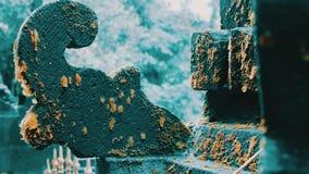 Balinesetempelskulptur i tropisk djungelskog lager videofilmer