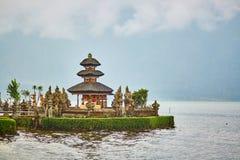 Balinesevattenslott på Bratan sjön Royaltyfri Bild
