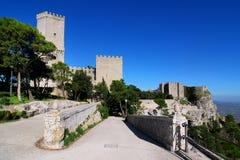 Balio Kontrolltürme und normannisches Schloss in Erice, Sizilien Stockbild
